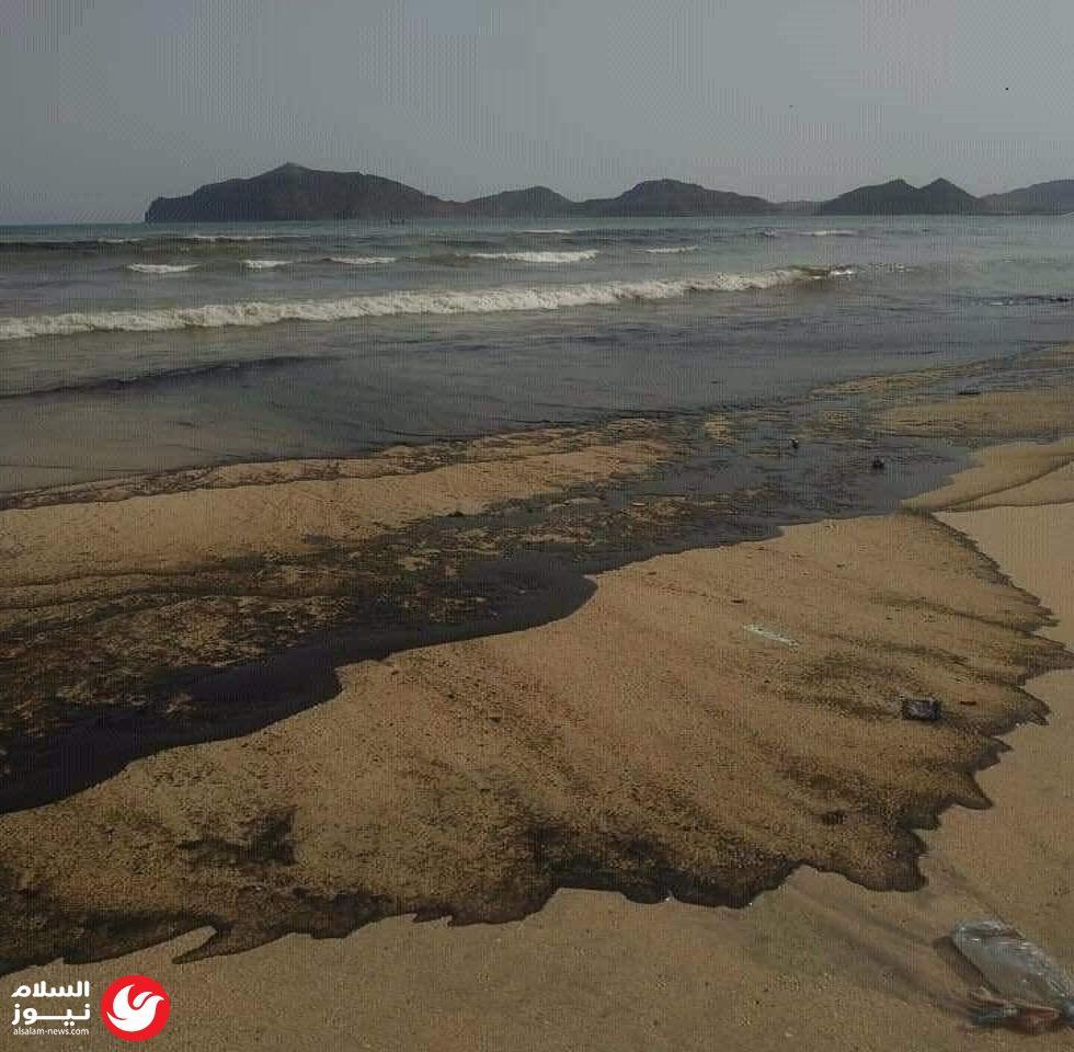 غرق سفينة في عدن يتسبب بكارثة بيئية كبيرة..فماذا حدث و من صاحبها!!؟