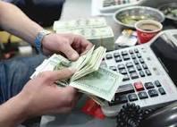 شااهد..خبير اقتصادي:من احدى اهم اسباب إنهيار العملة إنتشار محلات الصرافة بشكل واسع.